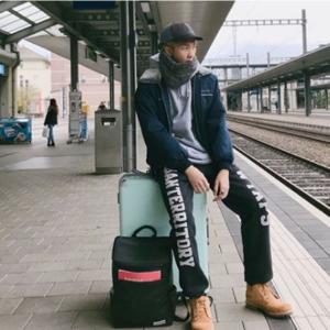 BTS RMのバッグに入れた社会的価値… 韓国のソーシャルテイナー
