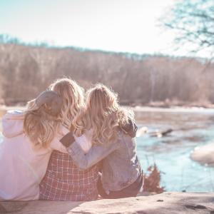 日常生活での幸福度は友達の数で変わるのか!?