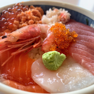 函館朝市で500円海鮮丼を食べてきた