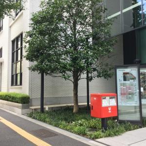 【丸の内】KITTE東京中央郵便局の1階に植えてある「たらよう」は、郵便局の木!