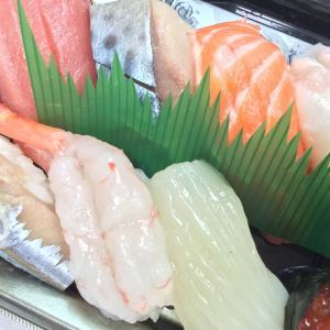 丸の内オアゾB1階、立食い寿司「根室花まる」でテイクアウト!土日営業しているところが嬉しい。