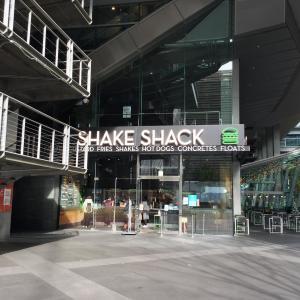 有楽町駅前、国際フォーラムで「シェイクシャック」でハンバーガーをテイクアウト!楽天リアルタイムテイクアウトも使える!