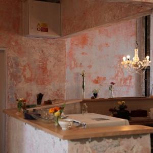 アーティストっていつも何してるの?チェコで働く彫刻家とアシスタントの日常