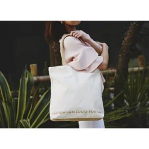 パリ限定! Fondation Louis Vuitton【ルイ・ヴィトン財団美術館】限定のキャンバス・トートバッグ