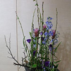 草原に咲く花の様に🌼自然的なアレンジを💐制作して頂きました(#^.^#)
