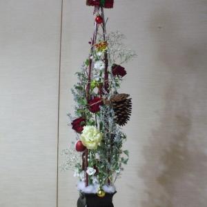 お花の教室です🎄今月のテーマはクリスマスです🎅本日はクリスマスツリーの制作です̪🦌