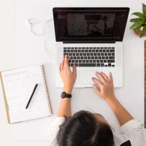 【介護職から転職】未経験からでもOKな求人サイト6つ +ITスクール