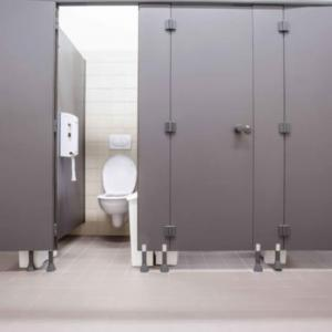 【※閲覧注意※】女子トイレで起こった怪奇現象に冷や汗が止まらない…。