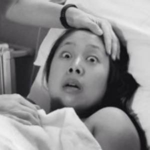 出産直後に撮られたママの表情。赤ちゃんの姿を見て衝撃の一言。