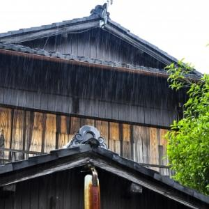 大阪に、廃墟と一体化した会員制ラウンジがあった!