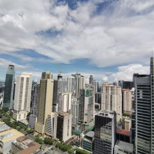 マニラの高層ビル群を見て