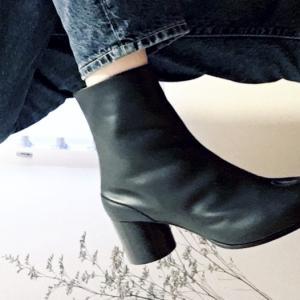 マルジェラ足袋ブーツ×ユニクロジーンズのシンプルコーデ