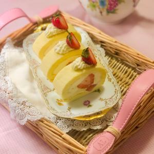苺の見せ方♡しっとりふわふわロールケーキ
