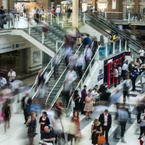 首都圏の通勤時間と新型コロナ感染リスクとストレス!なぜリモートワークがもっと進まないのでしょうか?
