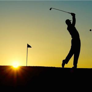 ゴルフ 上手くなるためには素振り練習が重要!
