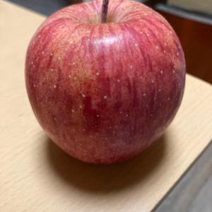 りんごを食べてます。色々良いと昔から言われてるので。
