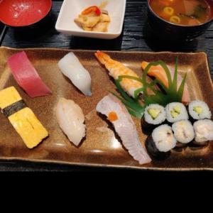 とほほ。回転寿司なのに回らんやつを食べた。