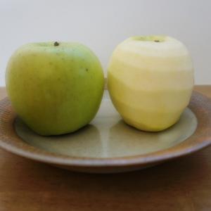 アップルピーラーを使えば10秒でリンゴの皮が剥ける