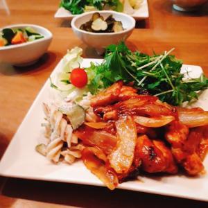 鶏肉と玉葱のケチャップ炒め