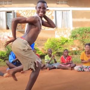 幸福論アカンアカン。それより踊りや、踊ろ!