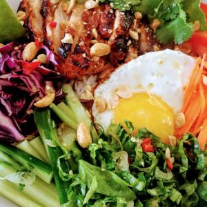 ベトナム風・レモングラスチキンと玉子の親子丼のレシピ