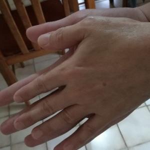 ママの手はちっちゃいね。