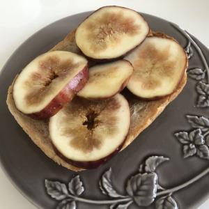 旬のフルーツで作る イチジクトースト|健康朝ごはん