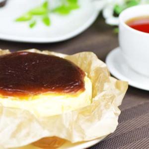 《お菓子とデザイン》【古民家カフェ&宿 むすび】「 バスクチーズケーキ」の【古民家カフェ&宿 むすび】「 バスクチーズケーキ」パッケージ♬