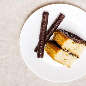 《お菓子とデザイン》【DEMEL(デメル)】「ソリッドチョコ 猫ラベル」のパッケージ♬