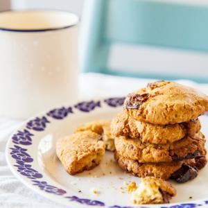 《お菓子とデザイン》リスのイラストが可愛い【西光亭】「チョコアーモンドクッキー」とクリスマスミニカード