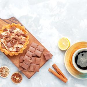 《お菓子とデザイン》まるで宝石箱【L'atelier Monei(ラトリエモネイ)】「カレンダー ドゥ アドベント 」と、キッチン雑貨【Aynsley(エインズレイ)】のカップ&ソーサー