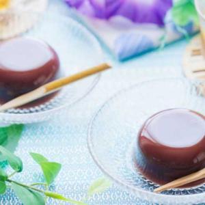 《お菓子とデザイン》老松【贈り物】、果実のイラストと爽やかな配色が可愛らしい羊羹パッケージなど3選