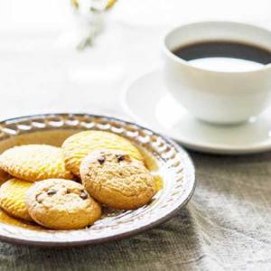 《お菓子とデザイン》太陽ノ塔【贈り物に】、レトロな花々が可愛らしいクッキーパッケージなど3選