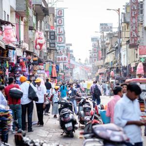 インドが中国などの300品目に関税引き上げ