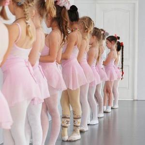 【バレエ】ロンドジャンブやフラッペで骨盤がブレまくる人は何に気をつけるべき?【腰やおしりをぎゅっと固めるのはNG!】