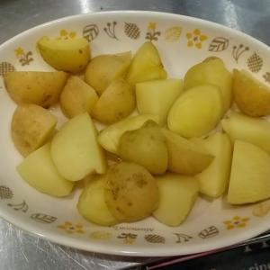 新じゃがと豚トロ、豚タンのカレー炒めの作り方!🐭シェフの簡単レシピ