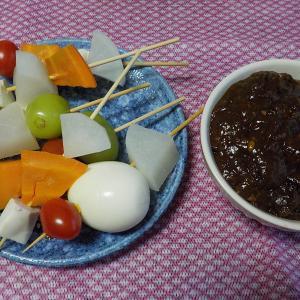 人参、大根、ミニトマト、シャインマスカット、卵で串を