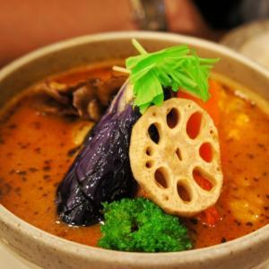 スープカレーは野菜も豊富で食べると健康になった気分になるスパイス料理