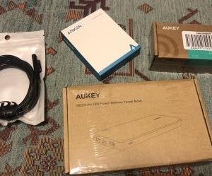AUKEY製バッテリー&充電器、ケーブル2本到着
