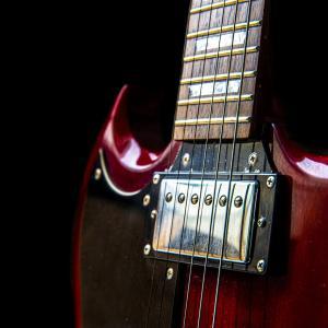 エレキギターを買うならアーティストモデルがいい?そうじゃないやつがいい?