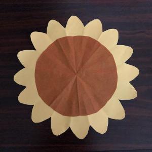 8月の折り紙ひまわりの切り絵は簡単♪子どもと作りたい夏のお花