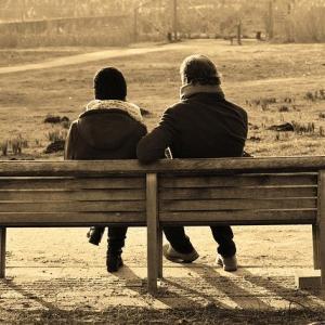 落ち込んでいる人への接し方【感情の変化を理解する・傾聴力を鍛える】