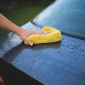 雨の日には車を磨く