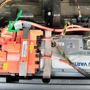 BMW F25 X3のDIYバッテリー交換