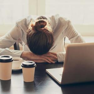 【新卒1年目で仕事を辞めたい】押さえるべきリスクと辞めた方が良い場合