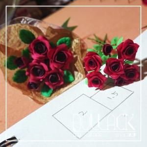 薔薇の花束完成間近