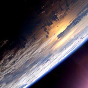 空が宇宙に変わるのはどこから?