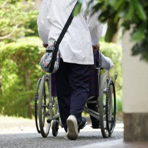 介護保険料は40歳から。年金生活になっても支払いは続きます。。。