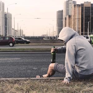 アルコール依存症と精神的安定の関係