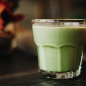 毎朝グリーンスムージーを飲むと健康になる?